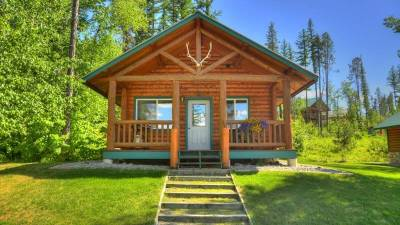 Glacier National Park Lodging, single bedroom log cabin