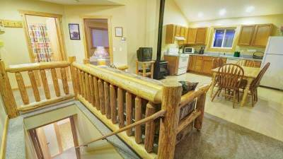 Lodging Glacier National Park, Glacier Outdoor Center, 2 Bedroom Cabin