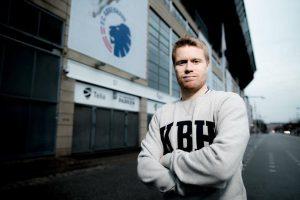 Tom Høgli er en norsk fotballspiller som spiller for det Danske laget FC København og det norske landslaget. Opprinnelig fra Evenskjer, men TIL-gutt fra 2007-2011