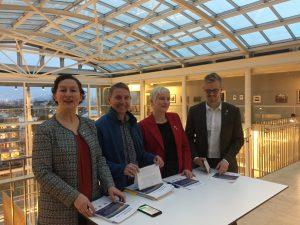 Samarbeidspartiene legger frem vårt opplegg til budsjett. Fra venstre: ordfører Kristin Røymo (Ap) og gruppelederne Jens I. Olsen (Rødt), Ingrid M. Kielland (SV) og Brage L. Sollund (Ap)