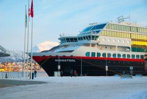 Hurtigruten ved kai i Tromsø. (Foto: Pixabay.com)