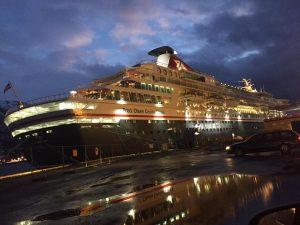 Balmoral fra Fred Olsen Cruise lines (registrert i Bahamas) ved kai hos Tromsø Havn KF 28. januar 2017.