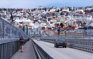 Slik er det med Tromsø... Man blir glad i den når man blir kjent med den. foto: Pixabay.com)