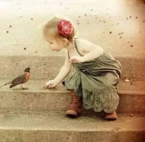 Flicka fågel trappa