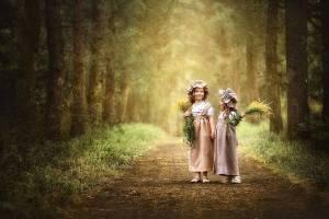 Flickor natur träd