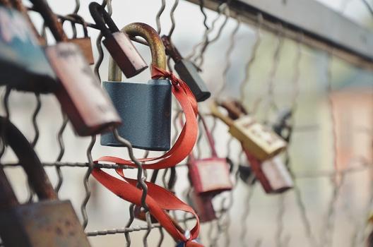 love-bridge-love-padlock-amour-medium