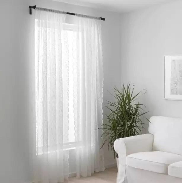 Eppure oltre che per le ragioni appena esposte, le tende hanno un altro ruolo chiave in casa: Tende Ikea Le Idee Piu Belle Per Arredare La Tua Casa Con Stile