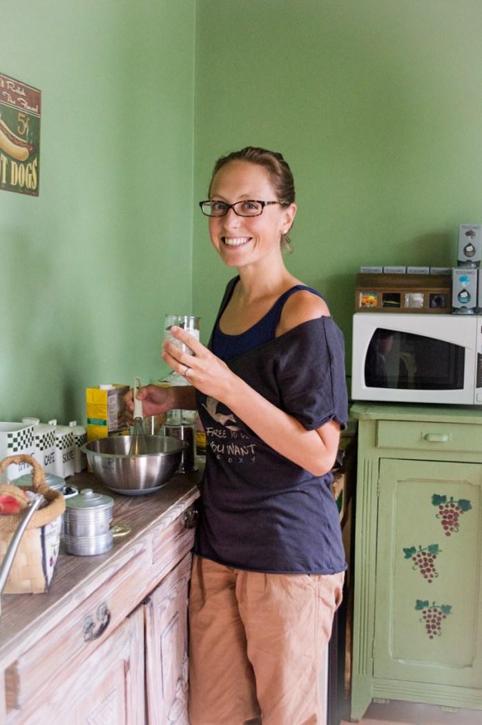 Au Vert Avec Lili, Alice de son vrai prénom, est une blogueuse bien installée dans la sphère culinaire et dont le succès est plus que mérité. Ses recettes véganes sont délicieuses et faciles à réaliser. En mai dernier, Lili a sorti son premier livre papier, « Carnet de recettes bio, végétales et sans gluten : 40 recettes pour prendre soin de sa tête et de son corps ».