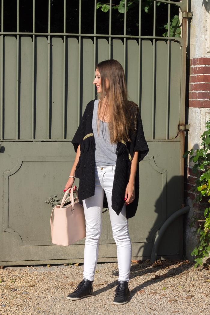 Avec ce look 100% cruelty free, je vous présente mes nouvelles chaussures véganes de chez Esprit et mon sac à mains végane que j'ai shoppé chez Denise Roobol. J'ai aussi eu un énorme coup de cœur pour le gilet kimono de chez Bonobo. Comme quoi pas besoin de cuir ou de laine pour trouver son bonheur, la mode éthique c'est le nouveau chic.