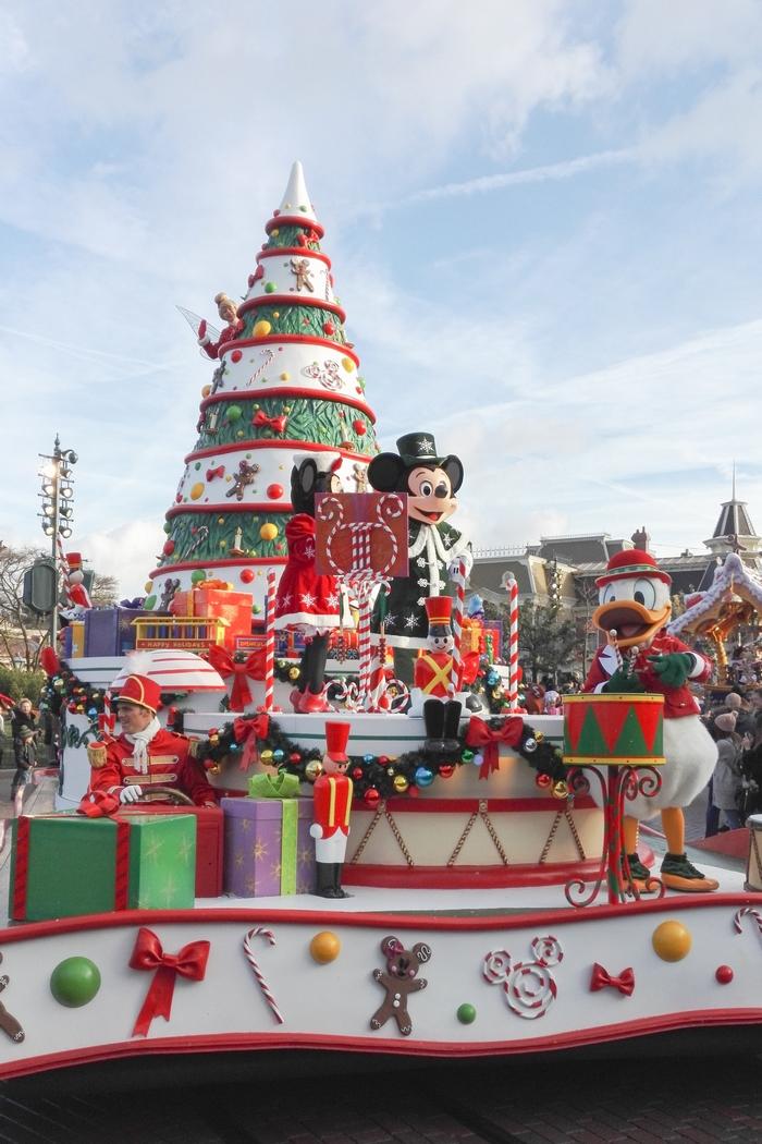 Manger végane à Disneyland Paris n'est pas si compliqué. On trouve quelques alternatives dans les trois parties du parc : le Parc Disneyland, le Parc Walt Disney Studio et à Disney Village. Les végétariens, végétaliens et véganes ne mourront donc pas de faim parmi ces différents adresses à découvrir !