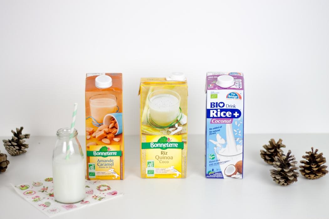 Le lait d'origine animale est de plus en plus souvent montré du doigt, à la fois pour des raisons éthiques et de santé. No stress ! Le rayon des laits végétaux est bien fourni. Des saveurs variées et des associations originales sauront sans nul doute ravir les papilles les plus exigeantes. On trouve à présent du lait végétal en magasins bio ou dans n'importe quelle grande surface. Il existe du lait de riz, avoine, soja, amande, noisette, épeautre... ou encore des mélanges de plusieurs céréales. On a vraiment l'embarras du choix ! Et pour ce qui est du calcium ? Pas de panique, au contraire, celui des végétaux est mieux assimilé. Pour les animaux, pour la planète, pour les humains, dessinons un monde végane…