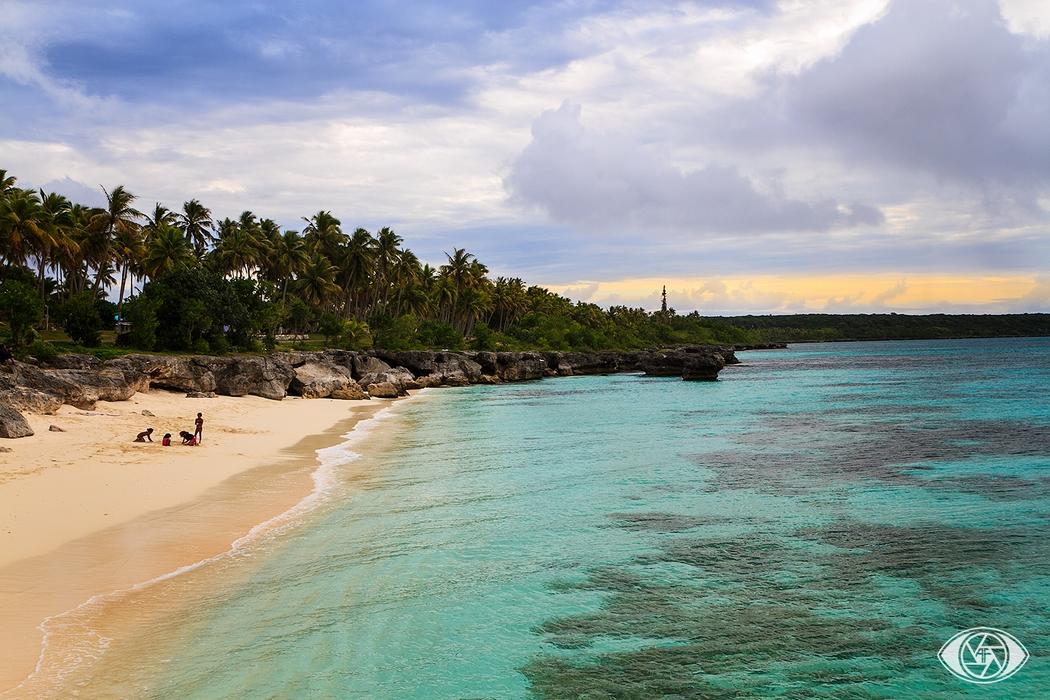 Vous vous êtes déjà pris à rêver d'une autre vie ? Vous aimeriez quitter votre job et plier bagages ? Vous vous imaginez tout plaquer pour voyager ? Lilly l'a fait ! Actuellement en Malaysie, elle parcourt l'Océanie et l'Asie depuis 3 ans. Nouvelle-Zélande, Australie, Nouvelle-Calédonie, Singapour, Bali… Découvrez son témoignage et son mode de vie minimaliste, écologique. Elle partage ses conseils en matière de slow life en voyage, de végétarisme et d'intégration auprès des populations locales.