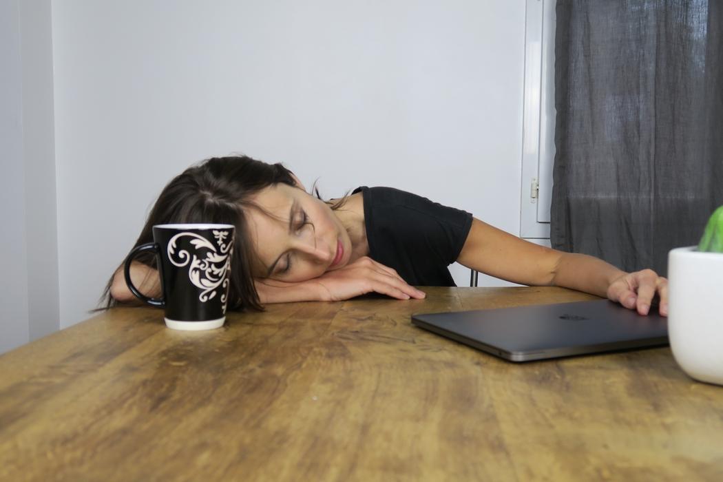 Le sommeil de qualité est essentiel pour être en forme et aussi pour le bon déroulement de nombreuses fonctions physiologiques. Alors comment l'optimiser ? Conseils naturels d'une naturopathe pour bien dormir :