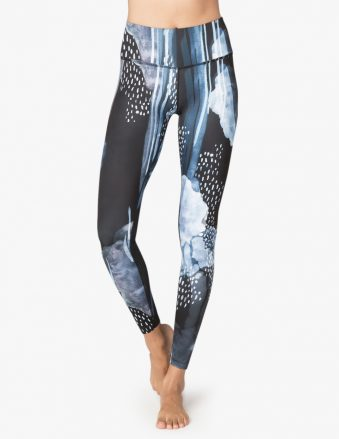 8f8cd55c36 beyondyoga-marque-vetements-yoga05-339x439.jpg