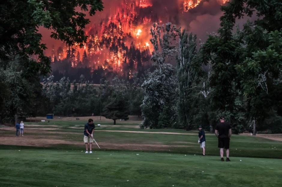 Collapsologie : notre génération va-t-elle vivre la fin du monde ? Collapsologie-incendie-golf.jpg?zoom=1