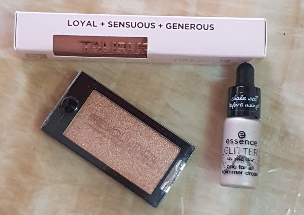 Makeup Revolution Mountain of Gold Eyeshadow Review And Swatches