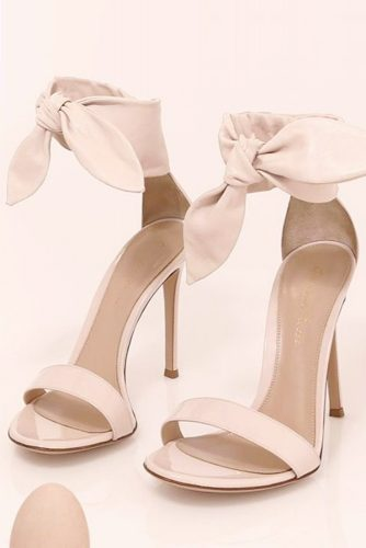 How to Distinguish a Dress Shoe from a Prom Shoe