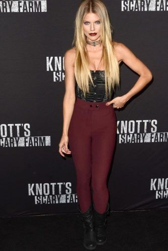 Shoulder Off Top With Burgundy Leggins #annalynnemccord #burgundyleggins