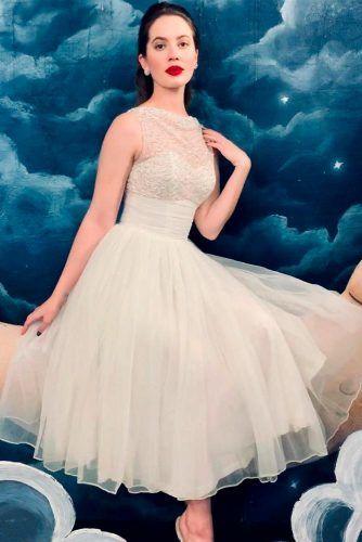 Feminine Vintage Halter Wedding Dress #retrodress #vintagedress
