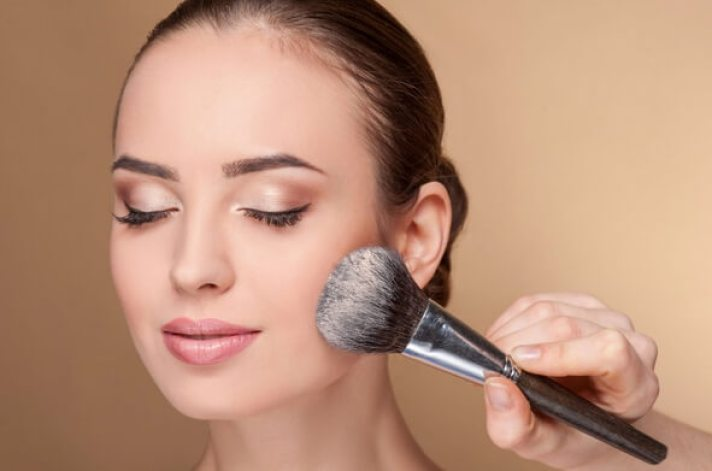 10 Tips To Help Your Makeup Last All Day Long