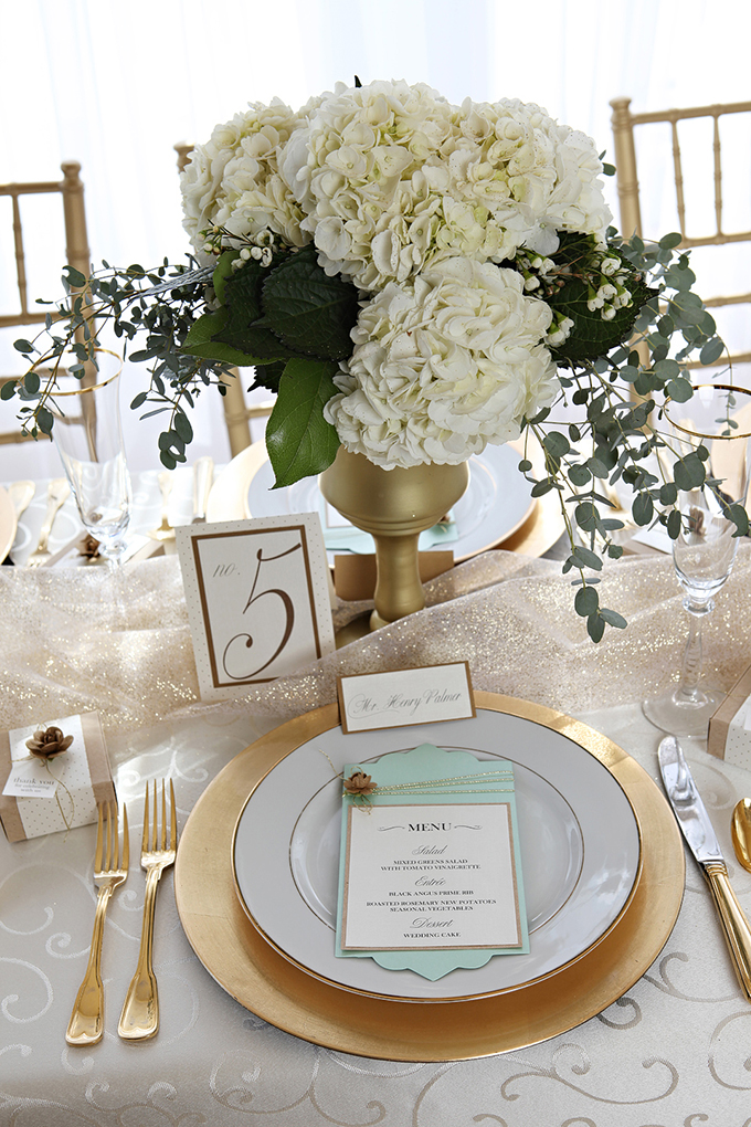 gold and mint wedding inspiration | Chicks That Click