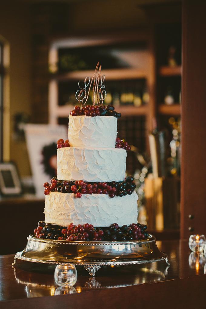 grape wedding cake | Hom Photography