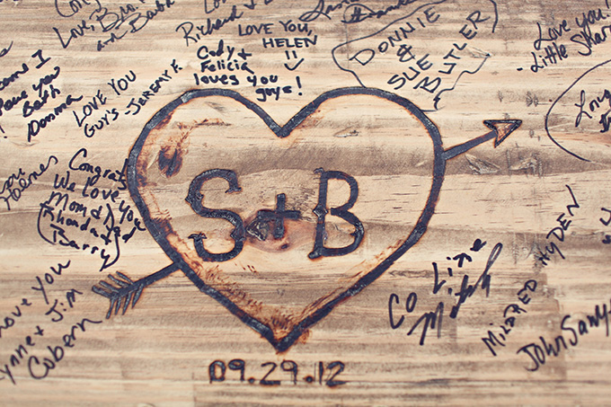 wood bench 'guest book' | j.woodberry photography | Glamour & Grace