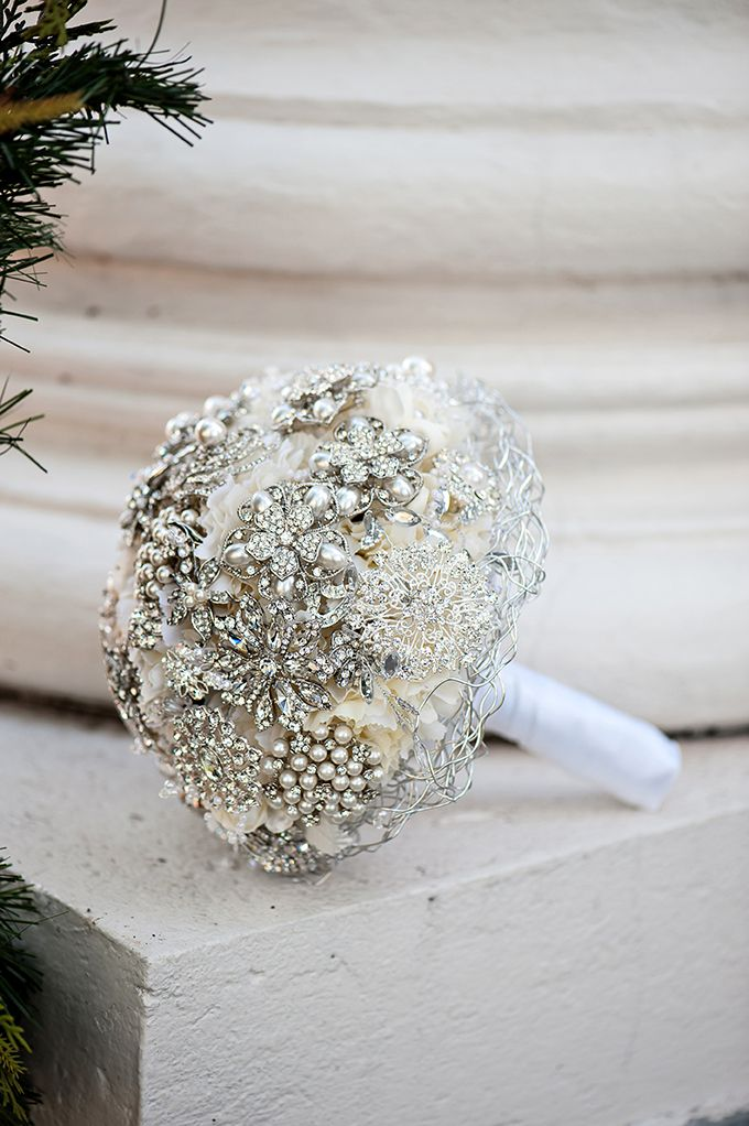 glam brooch bouquet | Kristen Weaver Photography | Glamour & Grace