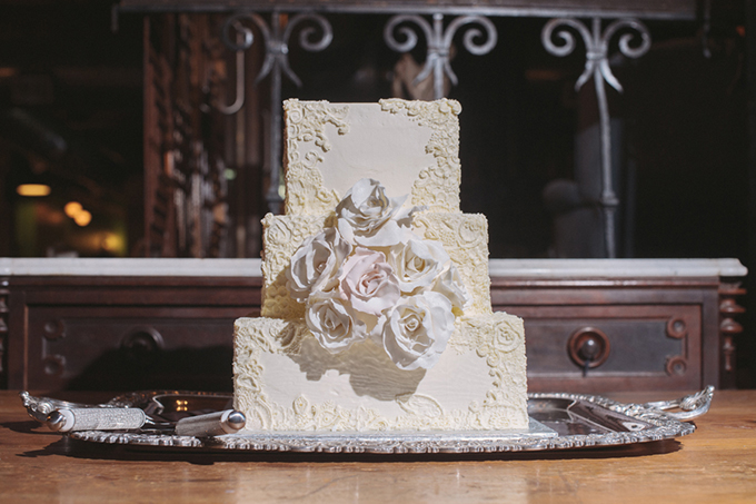 white square cake | Two Birds Photography | Glamour & Grace