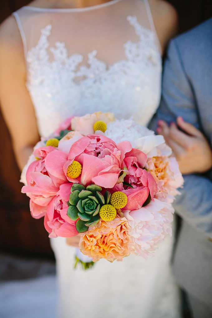 coral pink peony bouquet | Snapmotive | Glamour & Grace