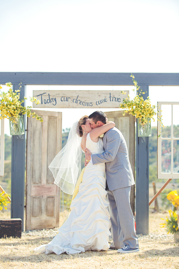 rustic ceremony | Lindsey Gomes Photography | Glamour & Grace