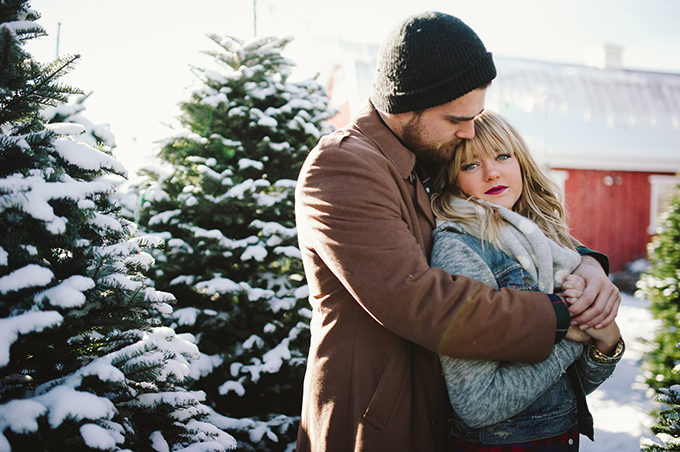 snowy Christmas love shoot | Jessie Alexis Photography | Glamour & Grace