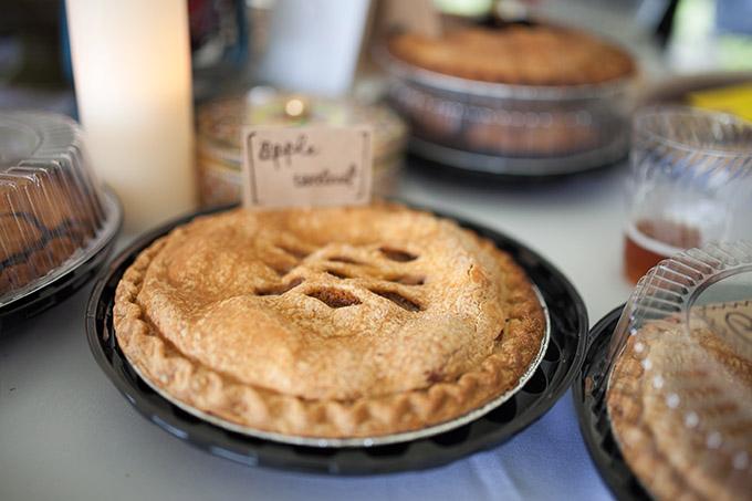 pie table | Katherine Stinnett Photography | Glamour & Grace