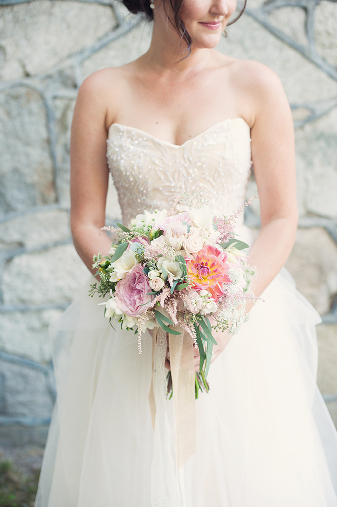 Reem Acra gown and pink bouquet | Melissa Gidney Photography | Glamour & Grace