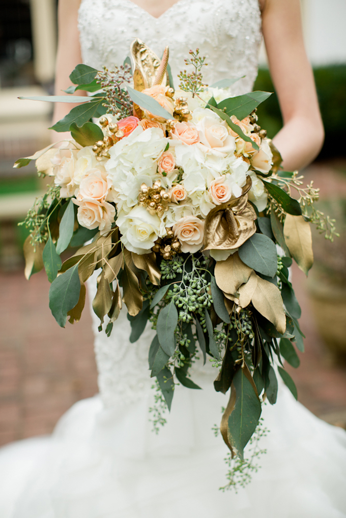 lush gold bouquet | Toni Lynn Photography | Glamour & Grace