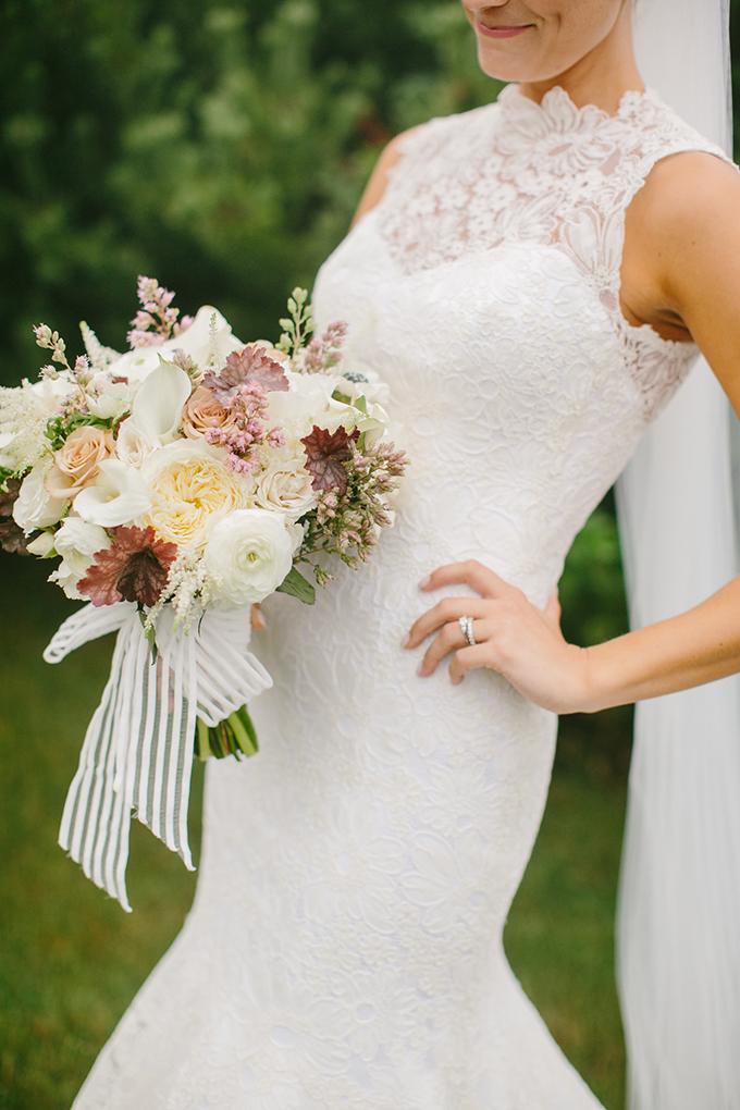 gorgeous neutral bouquet | Emily Delamater Photography | Glamour & Grace