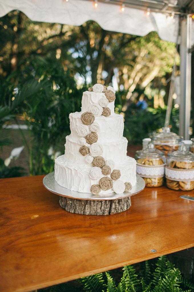 buttercream and burlap cake   Jennifer Martin Photography   Glamour & Grace