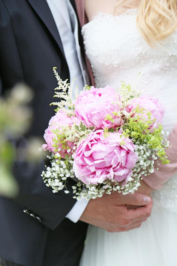 pink peony bouquet| Avoriophoto | Glamour & Grace