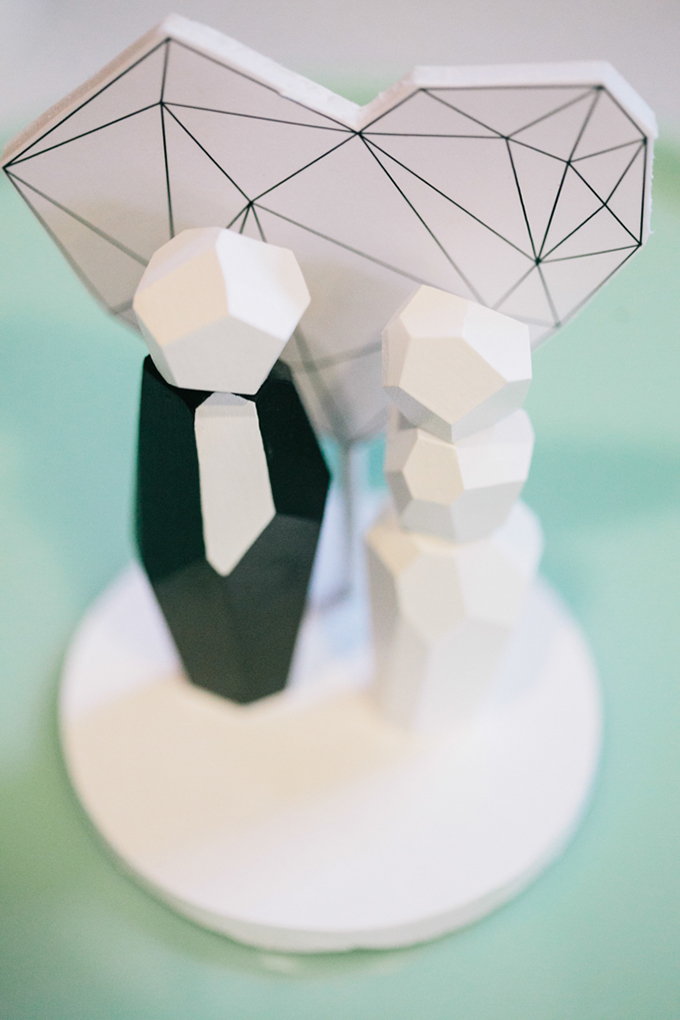 geometric cake topper | Jerry Yoon Photographers | Glamour & Grace