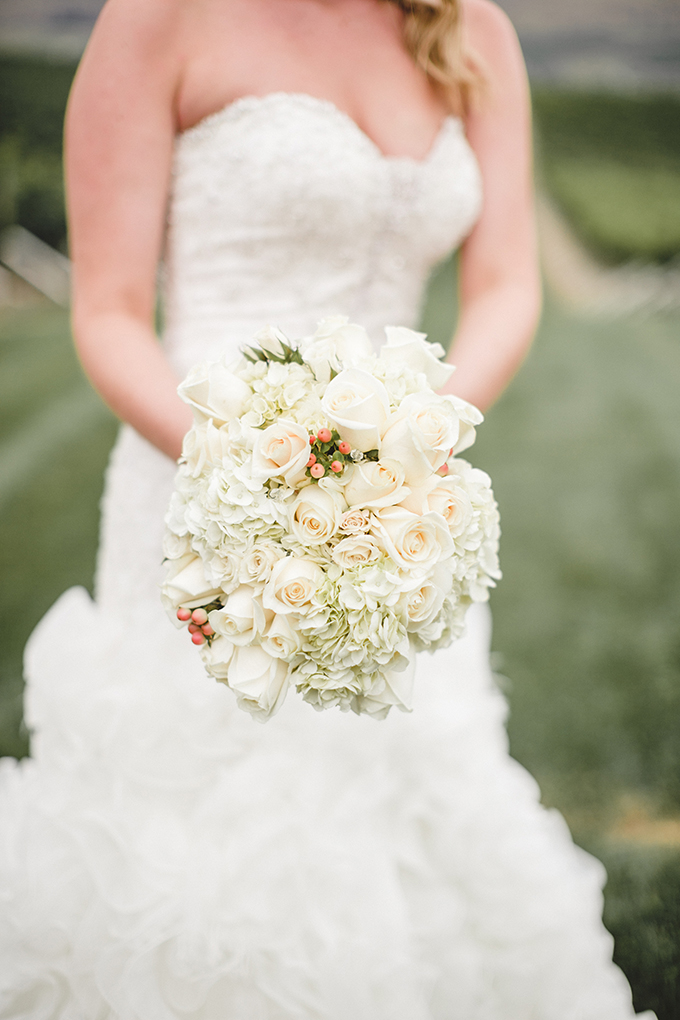 white bouquet | Jacquelynn Brynn Photography | Glamour & Grace