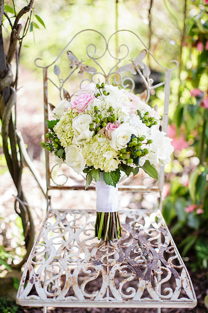 pink and white bouquet | Robyn Van Dyke Photography | Glamour & Grace