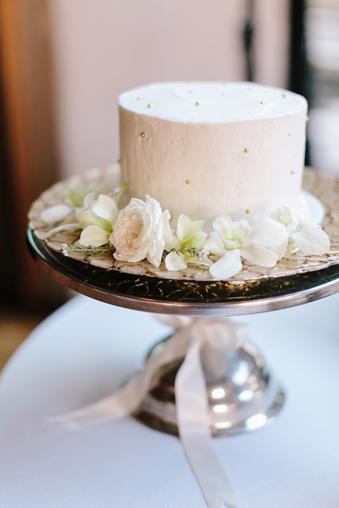 classic white cake | Jamie Delaine Photography | Glamour & Grace