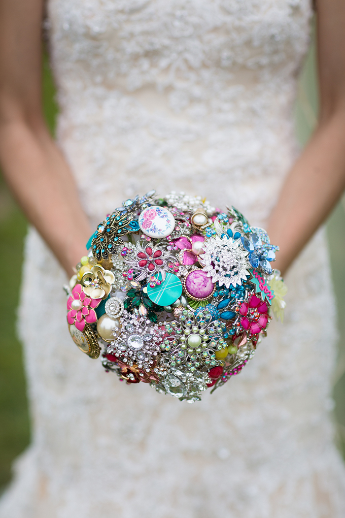 brooch bouquet | Maison Meredith Photography | Glamour & Grace