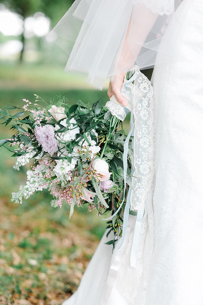 spring lace bouquet |Catherine Ann Photography | Glamour & Grace
