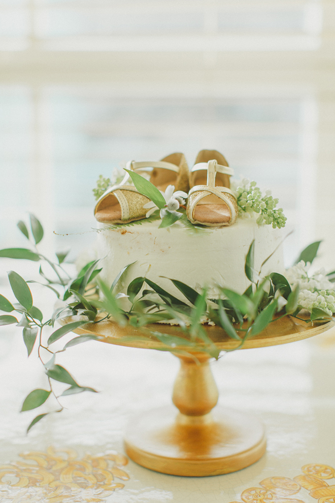simple gold cake | Warmphoto | Glamour & Grace