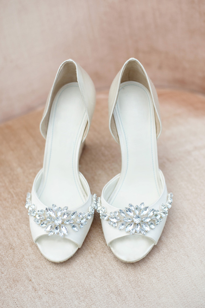 bridal shoes | Casey Rose Photography | Glamour & Grace