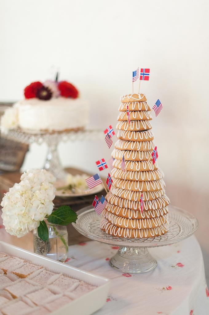 Norwegian Kransekake | Blue Rose Photography | Glamour & Grace