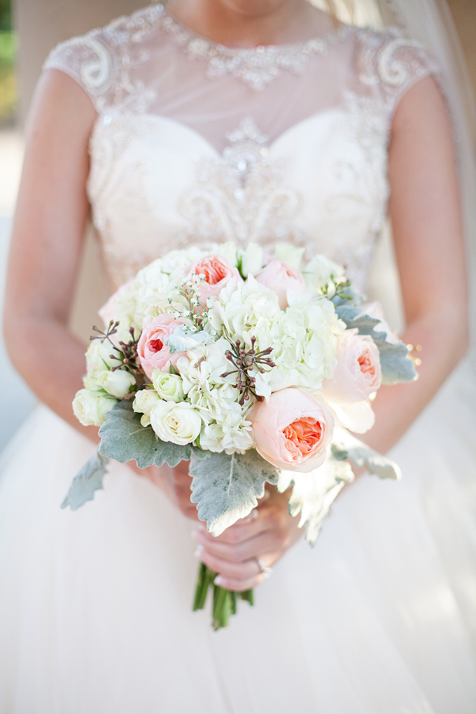 peach and cream bouquet | Kristen Edwards Photography | Glamour & Grace