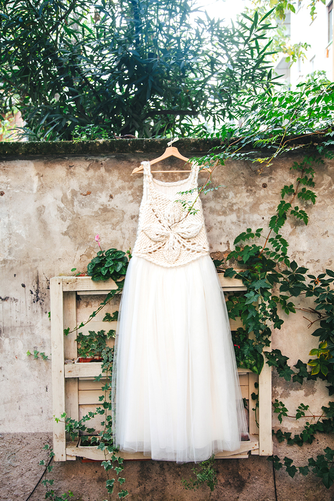 crocheted wedding gown | Les Amis Photo | Glamour & Grace