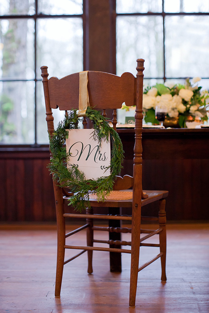 wreath Mrs chair | Jamie Zanotti Photography | Glamour & Grace